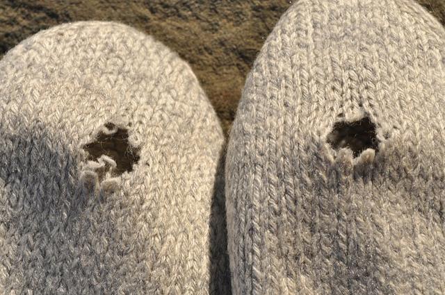 knitting, sock yarn, sock knitting, fuzzy feet, tutorial